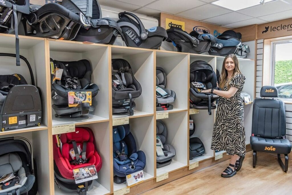 mom to be buying car seat for baby